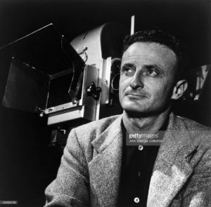 movie-director-fred-zinnemann-with-camera-picture-id526903706